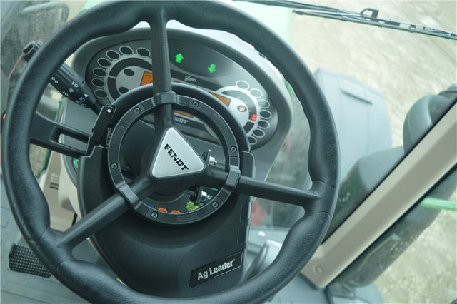 OnTrac 3 Steering Fitted to Fendt 500 series